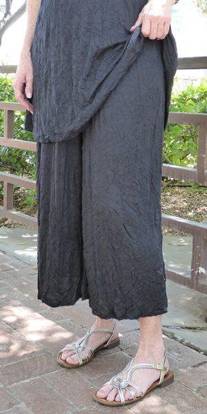 comfy-tissue-crinkle-crop-pant-black
